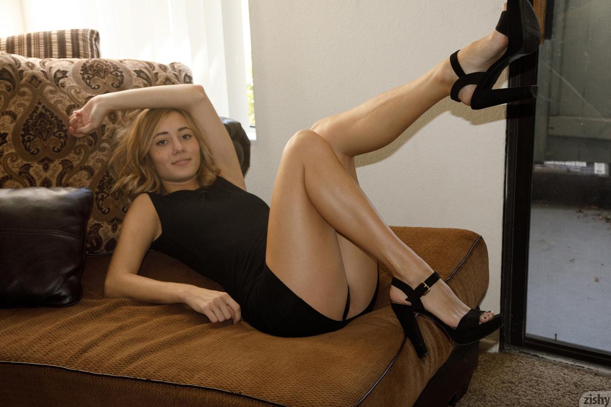 http://content9.chickteases.com/zishy.com/0630/12.jpg